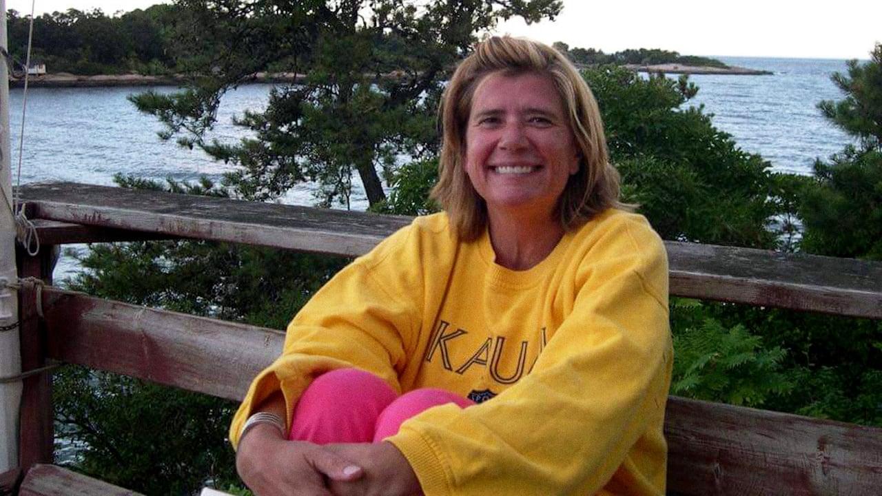 Murder on Middle Beach Episode: Moms Dead