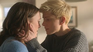Feel Good  Season 1  Kiss Scene Charlotte Ritchie and Mae Martin